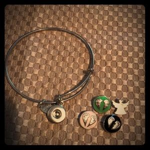 Jewelry - Mini snap bracelet with 4 snaps- NEW!